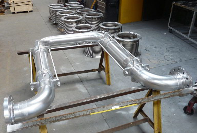 Tied-universal-expansion-joint-loop